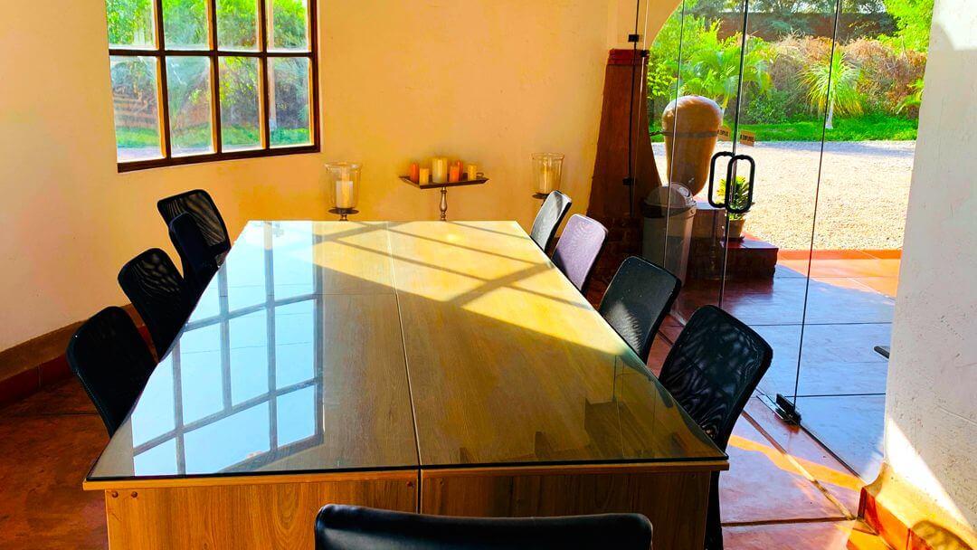 Sala de reuniones para directores, ejecutivos y profesionales que desean disfrutar de un día de Hotel Office.
