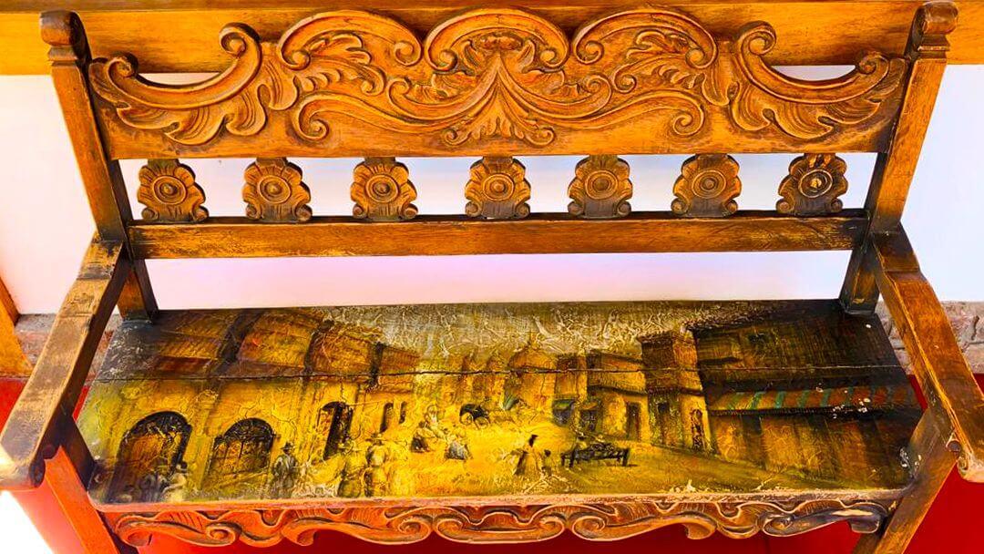 Pinturas coloniales en mobiliario antiguo