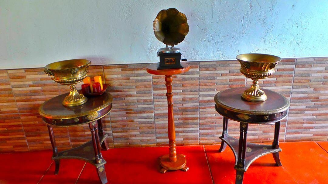 Reliquias antiguas que comparten el pasado de la hacienda con nuestros visitantes.