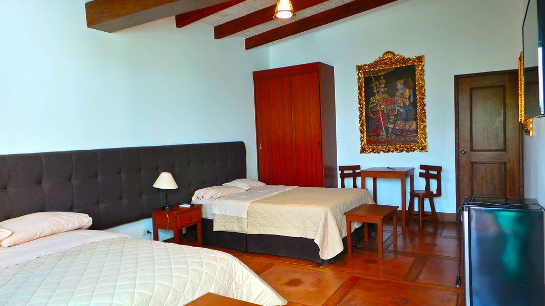 Habitaciones dobles decoradas para conectarte con la historia colonial de nuestra Casa Hacienda.