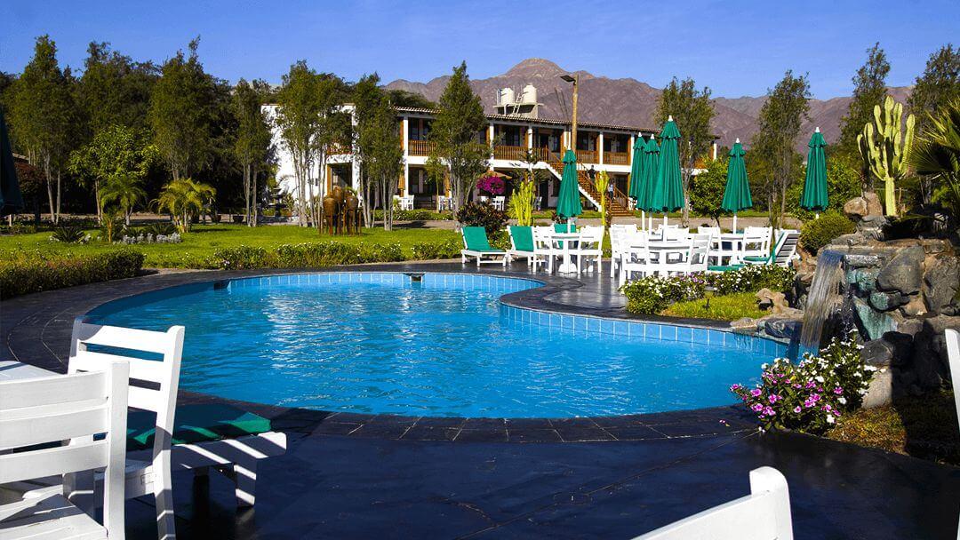 La cáscada en la piscina es perfecta para un ambiente natural y de armonía