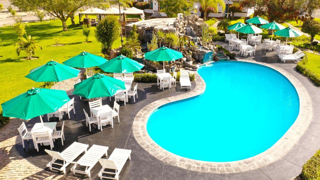 Nuestra piscina lista para completar una refrescante estadía